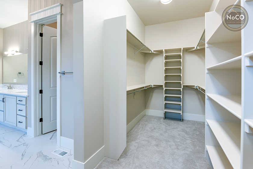 colorado custom home walk in closet