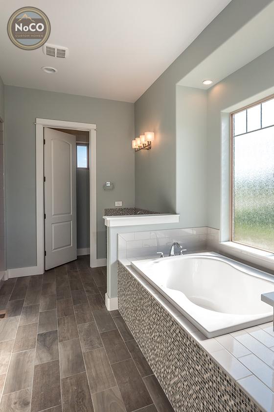 colorado custom home bathtub