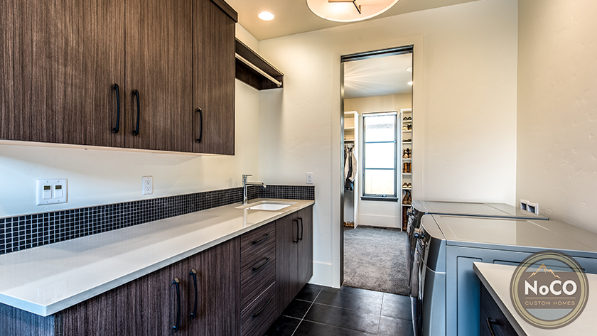 colorado custom home laundry room
