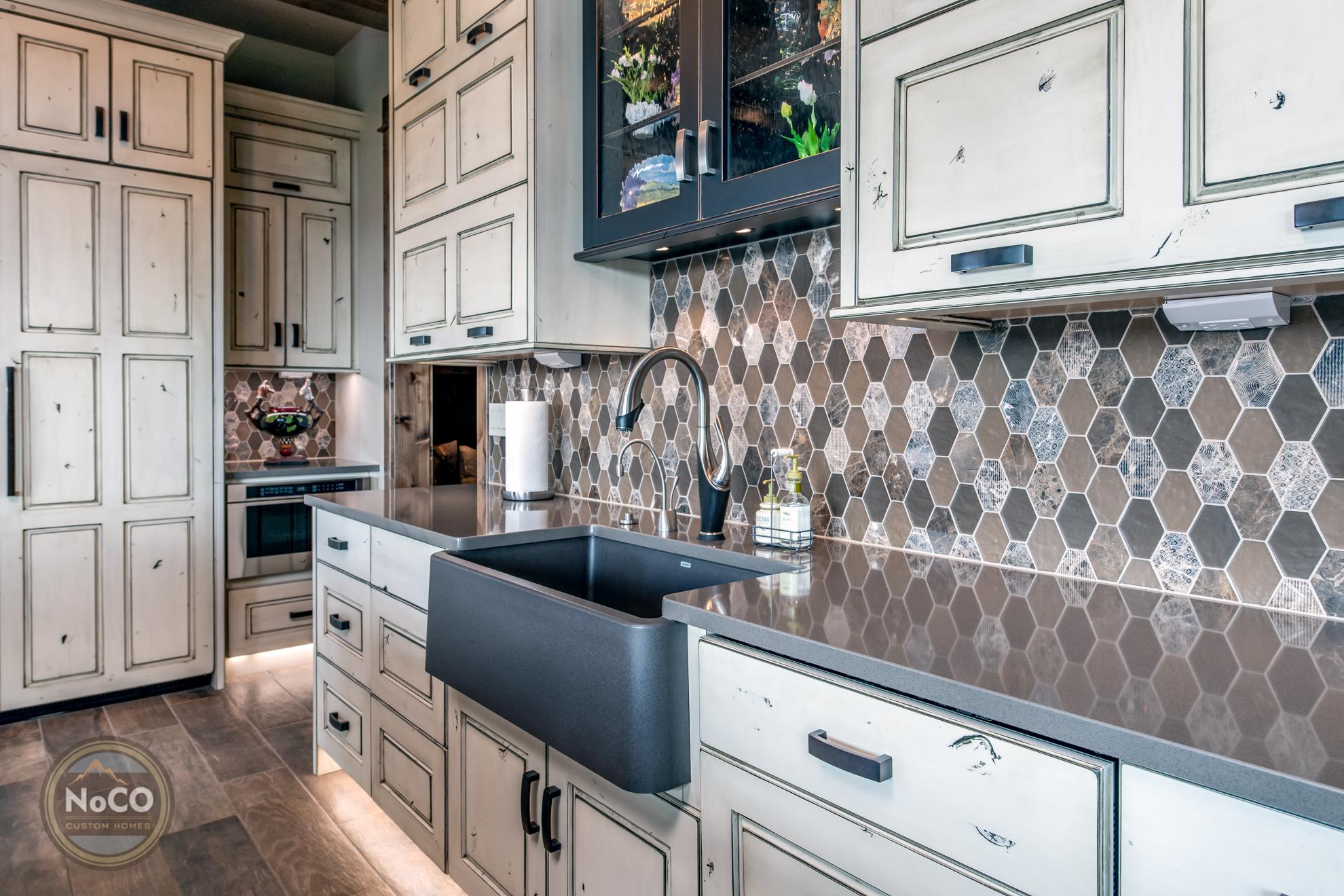 colorado custom home kitchen backsplash