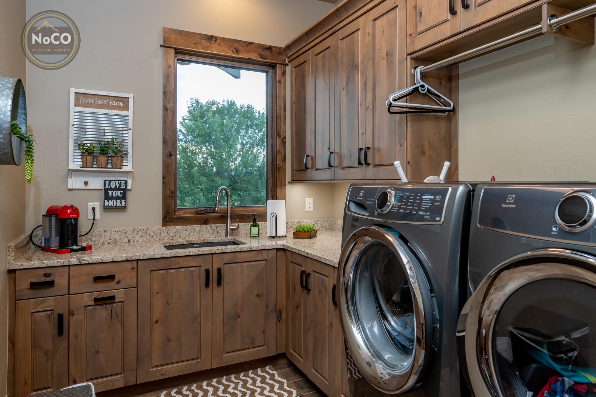 colorado custom home laundry room