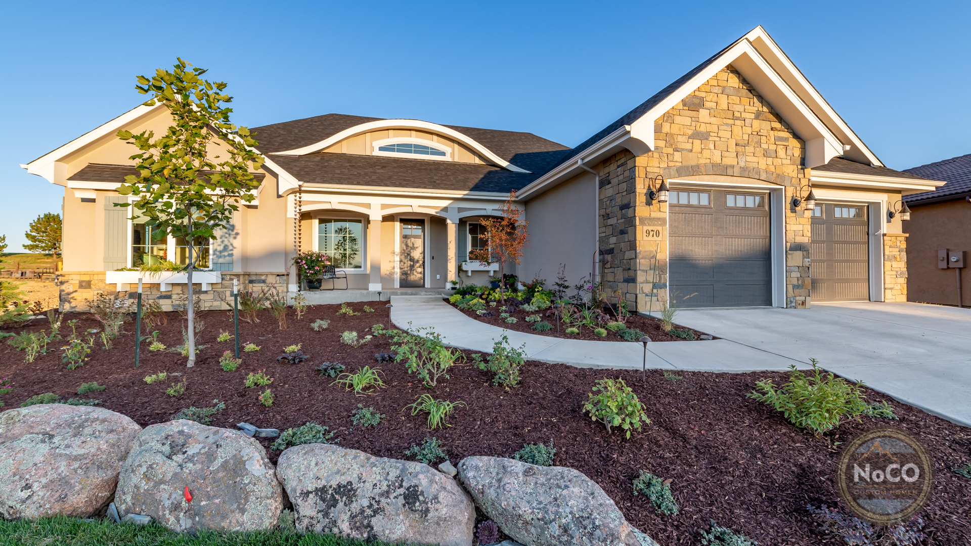 colorado custom home exterior front yard