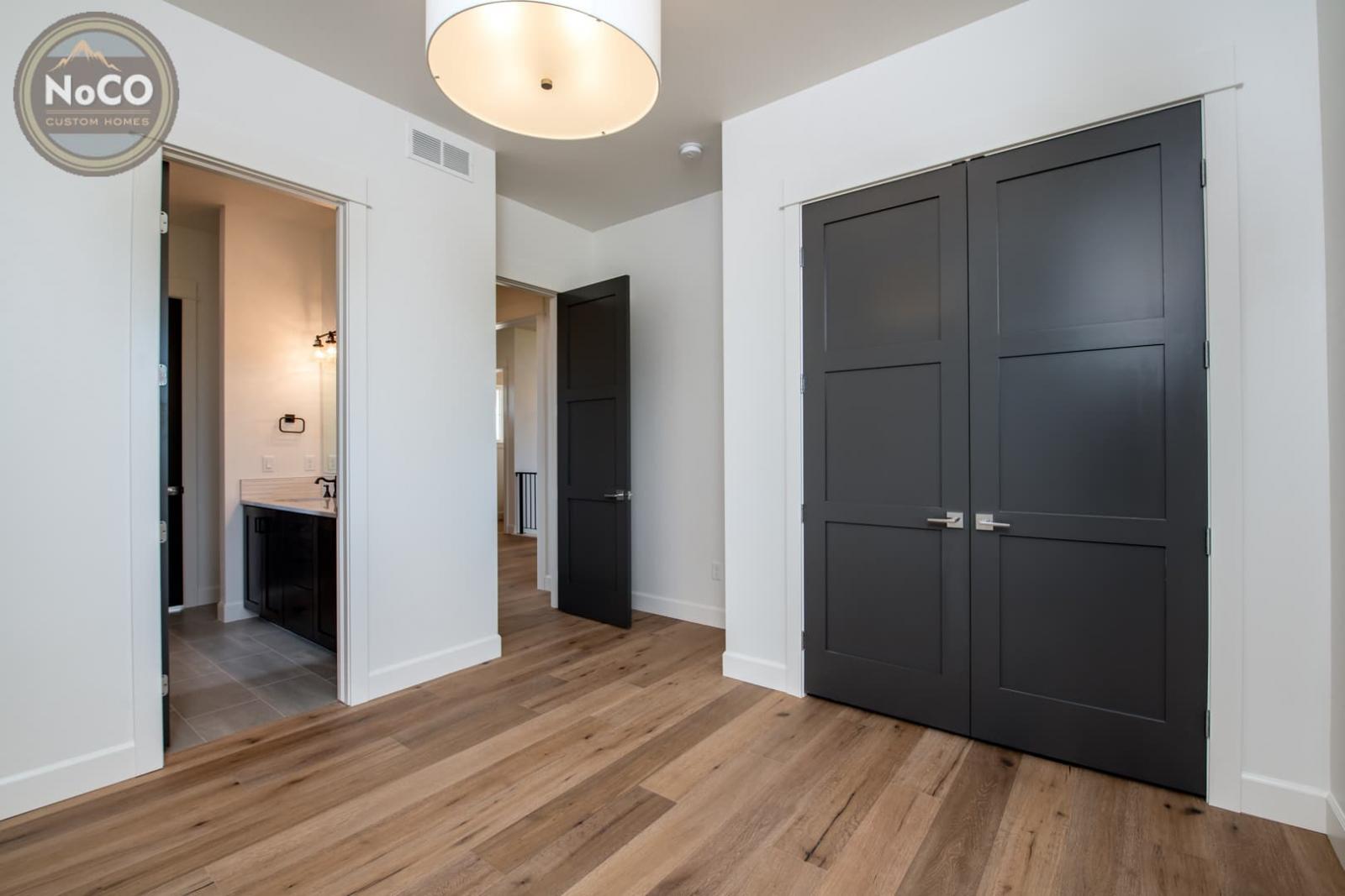colorado custom home bedroom closet