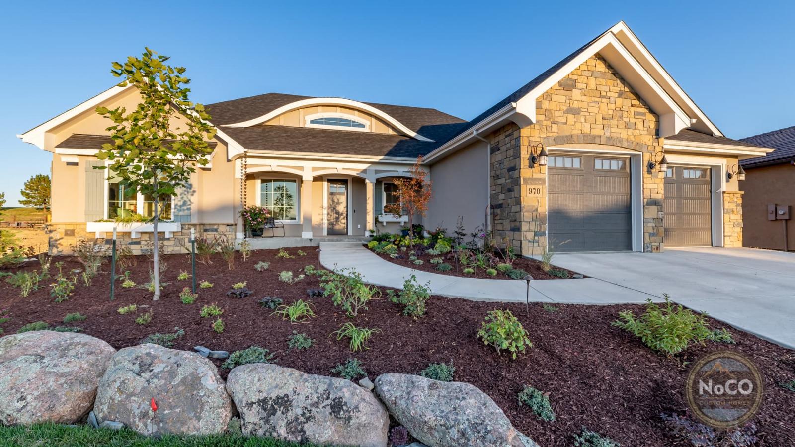 colorado custom home exterior front yard