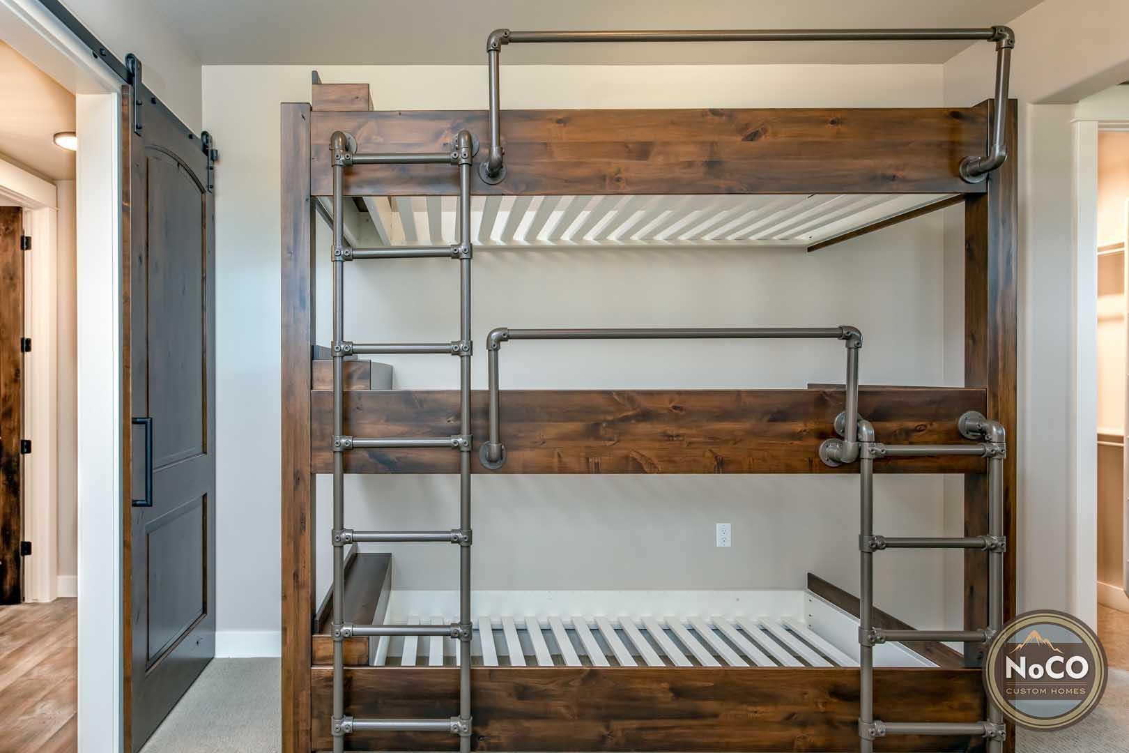 colorado custom home bedroom bunkbeds